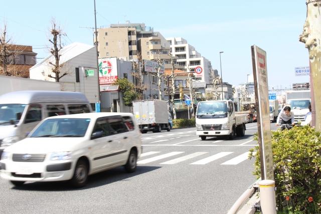 交通事故・裁定・横断禁止・過失割合のイメージ